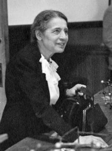 Lise Meitner à la Washington University en 1946 (domaine public).