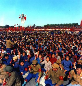 Red Guards in Tian'anmen Square. (domaine public)