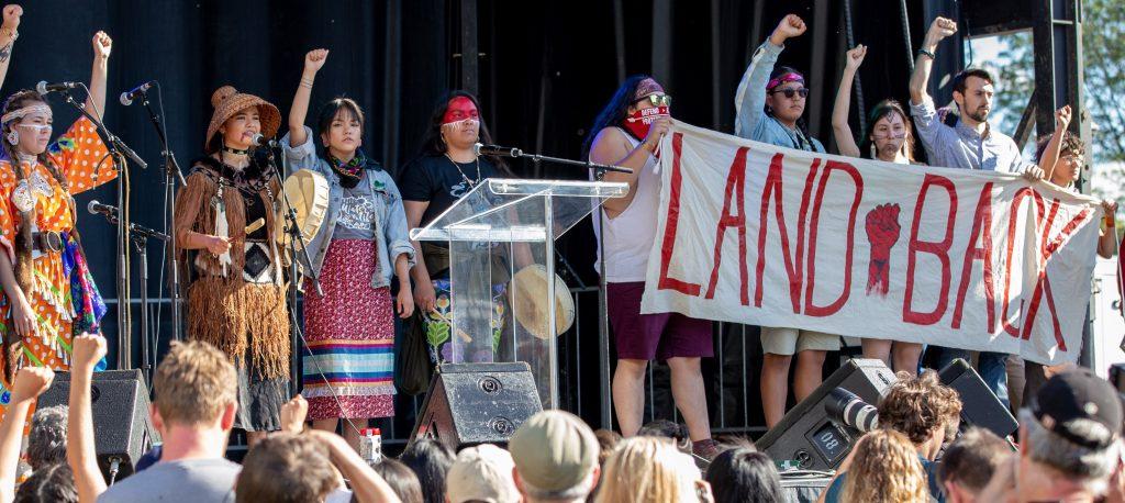Groupes d'activistes autochtones de l'Ouest canadien lors de la Marche pour le climat, Montréal, 27 September 2019