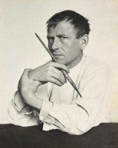 Hugo Erfurth. «Otto Dix mit Pinsel», 1929. Domaine public.