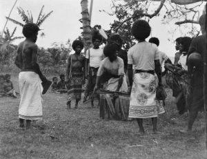 Groupe de Maoris dansant. Photo: Diamond Jenness (1911–12)